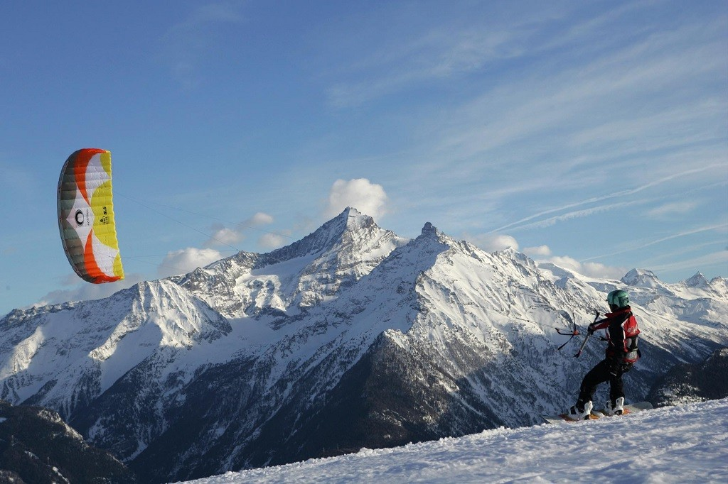 Snowkiten in La Rosière met de Mont Pourri op de achtergrond © La Rosière